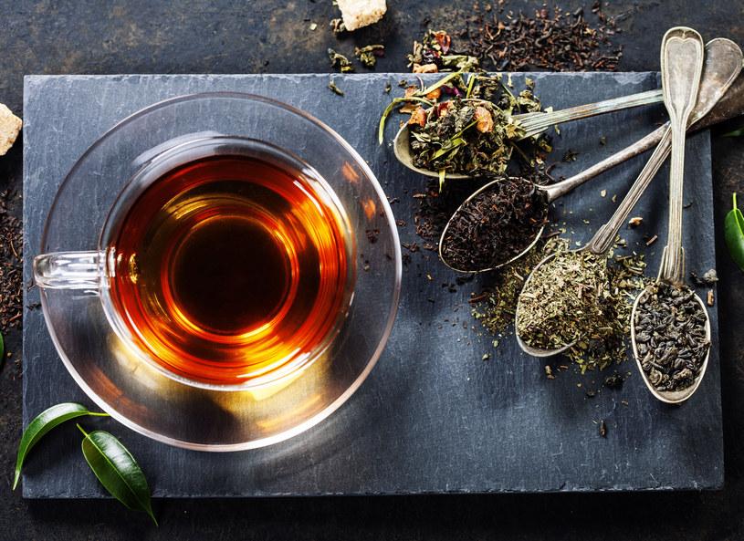 Jak łączyć herbatę z posiłkami? /123RF/PICSEL