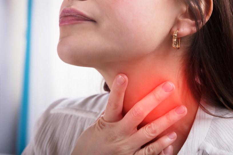 Jak leczyć ból gardła domowymi sposobami? /©123RF/PICSEL