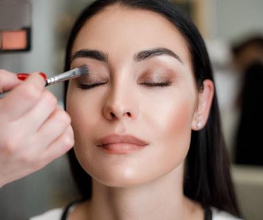 Jak malować oczy, gdy często łzawią i są zaczerwienione?