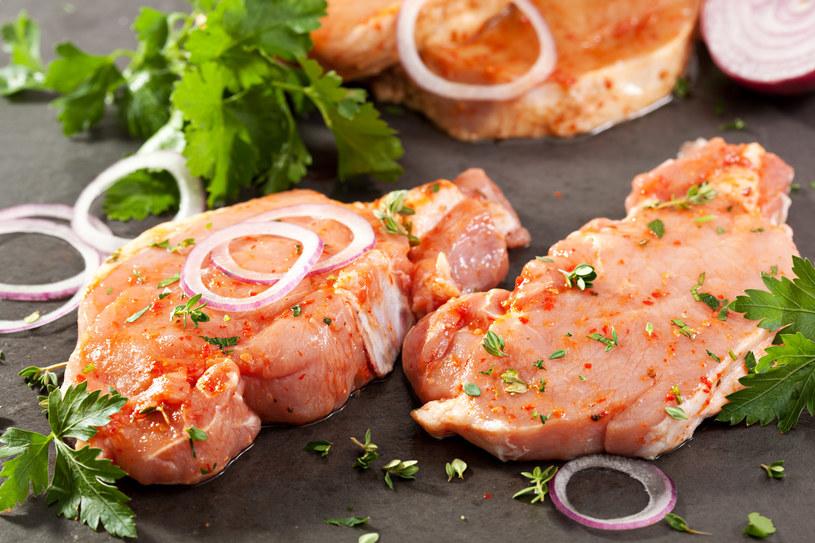 Jak marynować mięso? /123RF/PICSEL