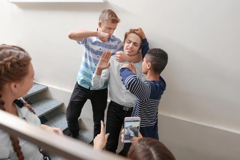Jak można zapobiec nękaniu jednych uczniów przez innych? O tym rozmawiamy z psychoterapeutą, Jakubem Leśniewskim /123RF/PICSEL