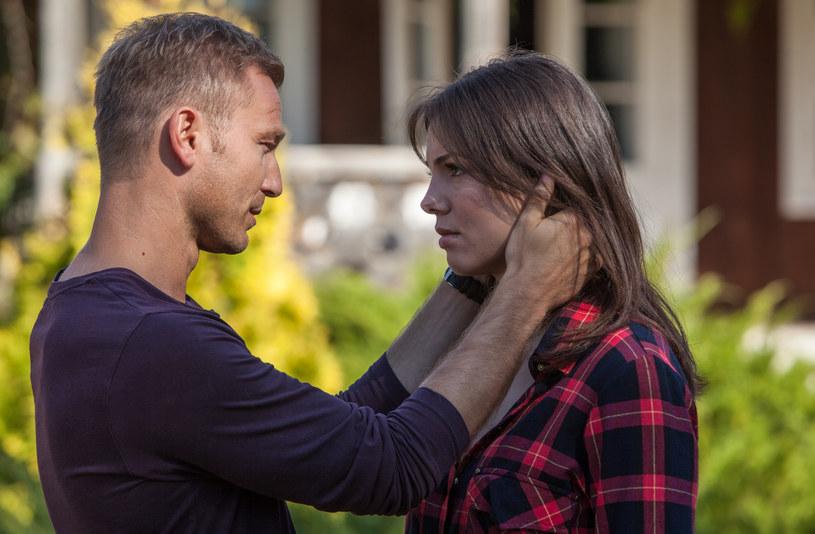 Jak myślicie, trudno zagrać uczucie, gdy serialowego partnera nie darzy się sympatią? /Polsat