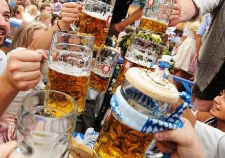 Jak na piwo, to z Robertem Kubicą /AFP
