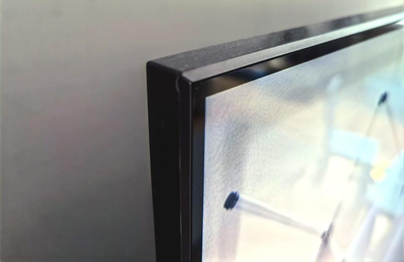 Jak na wbudowane strefowe podświetlenie i dodatkowe głośniki, telewizor jest smukły /INTERIA.PL