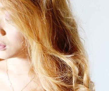 Jak naturalnie rozjaśnić włosy za pomocą cynamonu?