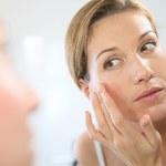 Jak naturalnie zniwelować przebarwienia i zmarszczki na skórze?