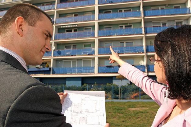 Jak nie stracić na kupnie mieszkania? /©123RF/PICSEL