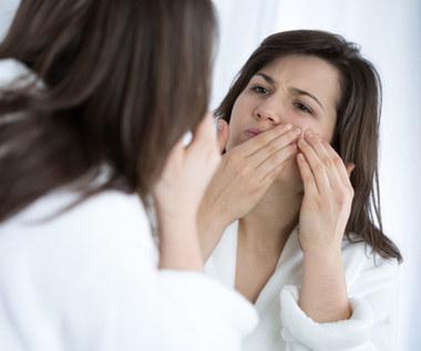 Jak niedobór witamin wpływa na wygląd naszej twarzy?