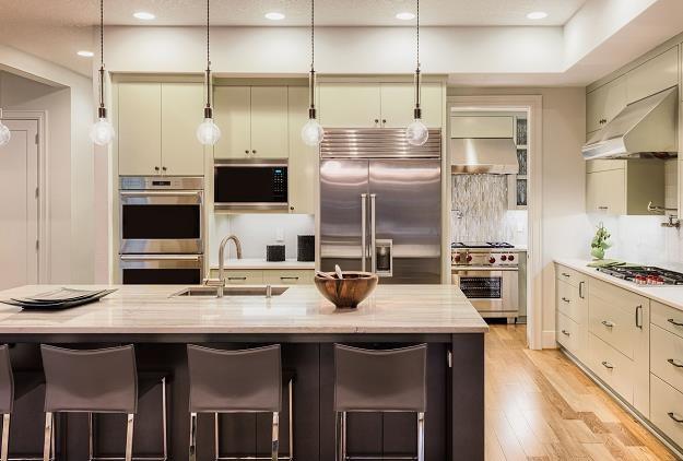 Jak niedrogo urządzić kuchnię? /©123RF/PICSEL