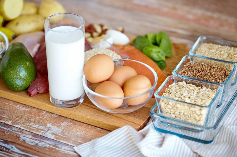 Jak objawia się niedobór protein w diecie? /©123RF/PICSEL