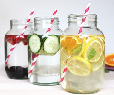 Jak oczyścić organizm wodą infuzowaną owocami?