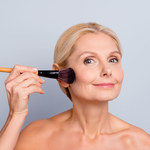 Jak odjąć sobie kilka lat za pomocą makijażu?