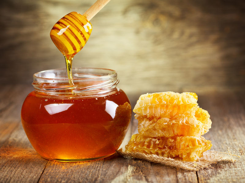 Jak odróżnić prawdziwy miód od sztucznego? /©123RF/PICSEL