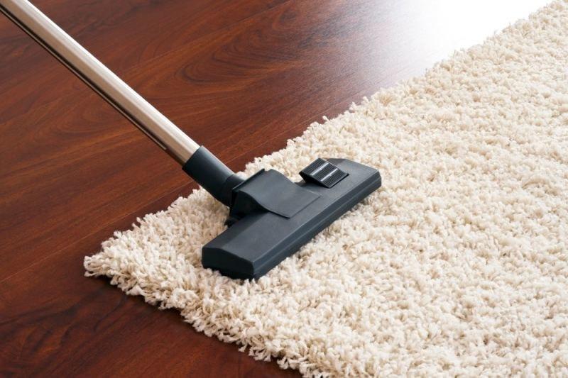 Jak odświeżyć dywan na sucho /© Photogenica