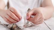 Jak odświeżyć srebrne sztućce przed świętami?