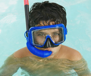 Jak ograniczyć ekspozycję na chlor w basenie?