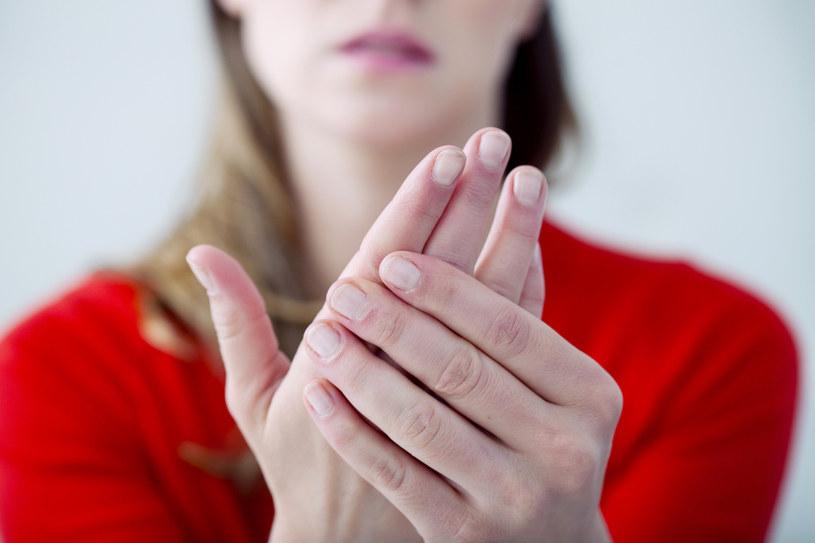 jak ogrzać dłonie /© Photogenica
