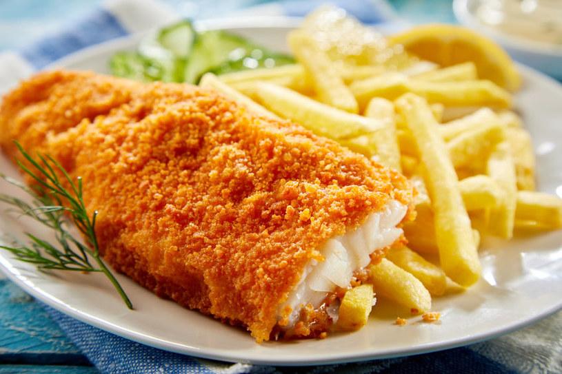 Jak panierować rybę? To pytanie często sobie zadajemy /123RF/PICSEL