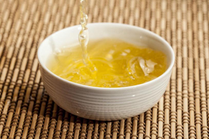 Jak parzyć żółtą herbatę? /©123RF/PICSEL