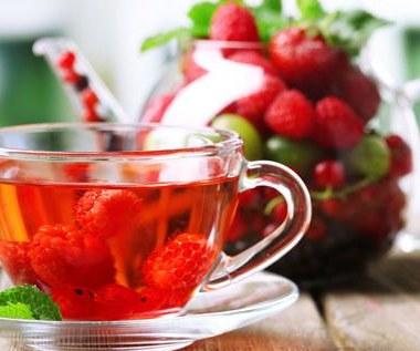 Jak pić herbatę z liści malin?