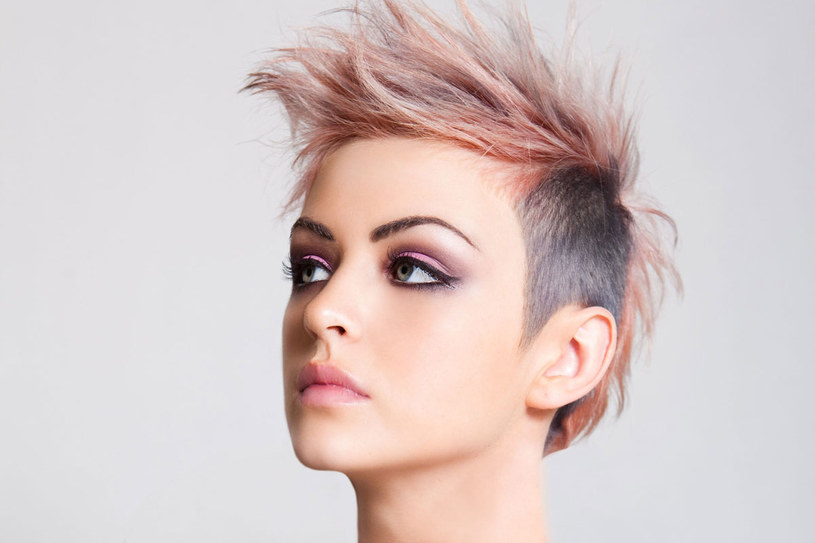 Jak pielęgnować farbowane włosy, żeby długo zachowały kolor? /123RF/PICSEL