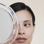 Jak pielęgnować twarz, aby wyglądać młodziej?