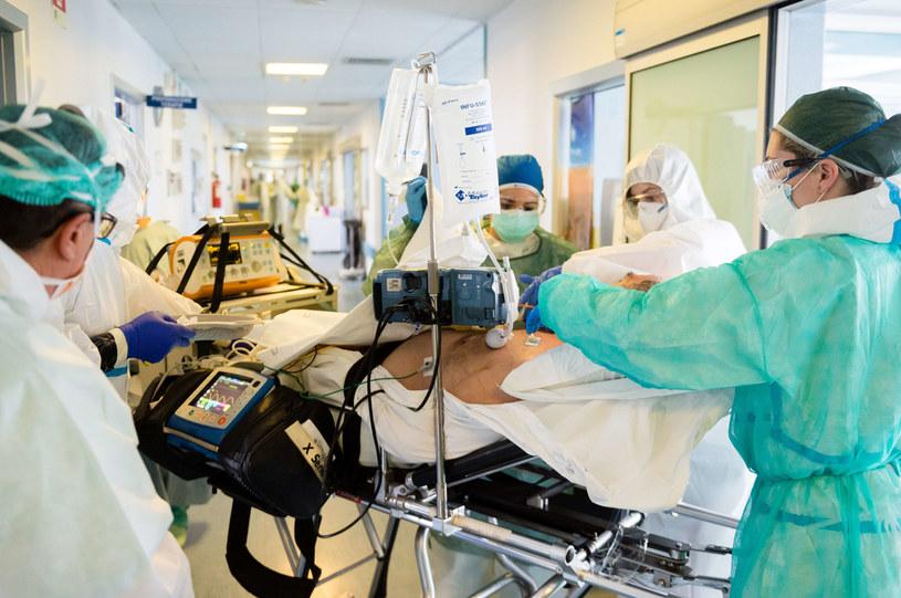 Jak podaje AEDV - u ponad 20 proc. chorych na COVID-19 zanotowano pojawienie się schorzeń skóry. /Marco Mantovani /Getty Images