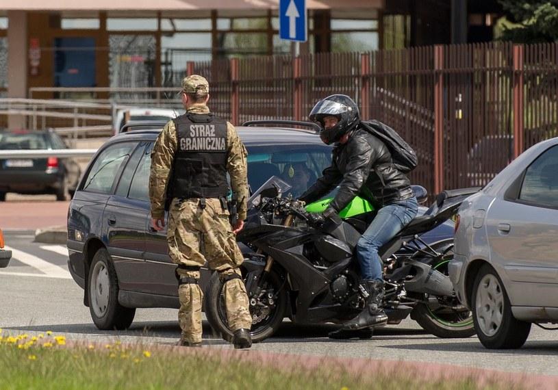 Jak podaje Defence24, realnie jednak granica staje się coraz słabsza; zdj. ilustracyjne /Bartosz Krupa /East News