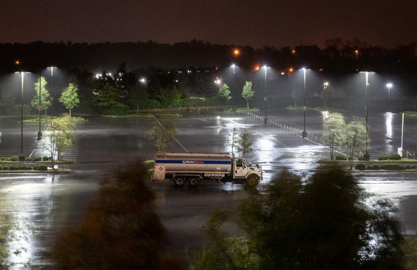 Jak podało NHC cyklon dotarł do wybrzeży Luizjany w miejscowości Cameron nieopodal Lake Charles