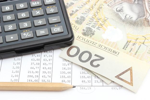 Jak policzyć swoje wynagrodzenie netto? /123RF/PICSEL