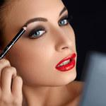 Jak poprawnie malować brwi – makijaż od podstaw