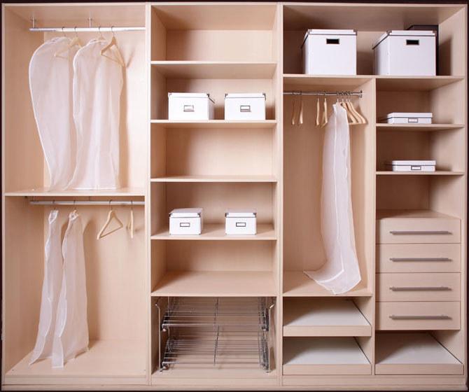 Jak posprzątać w szafie /© Photogenica