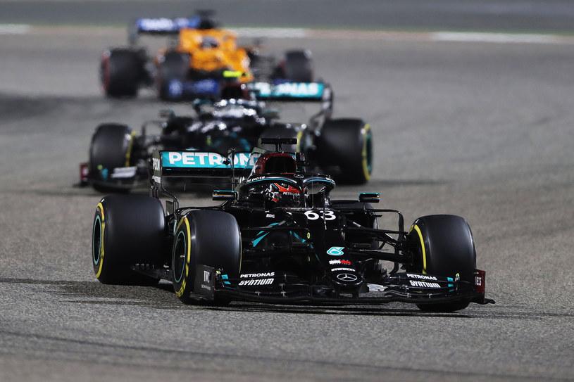 Jak potężna jest przewaga techniczna Mercedesa udowodnił George Russell, który w jedynym starcie w tym zespole wygrałby wyścig, gdyby nie... błąd ekipy /Getty Images