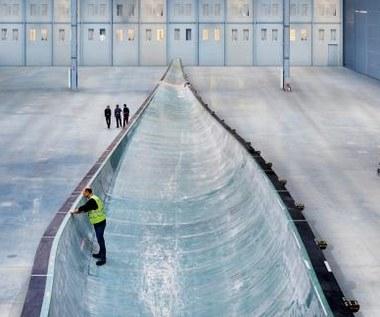Jak powstają 75-metrowe łopaty elektrowni wiatrowych?