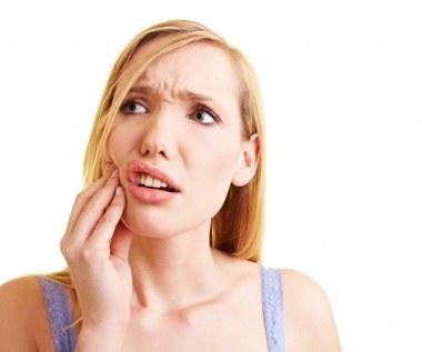 Jak pozbyć się bólu zębów domowym sposobem?