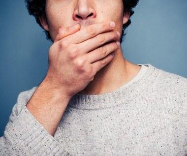 Jak pozbyć się brzydkiego oddechu w zaledwie 2 minuty?