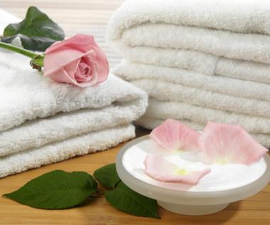 Jak pozbyć się brzydkiego zapachu z ręczników?