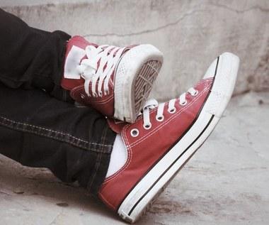 Jak pozbyć się przykrego zapachu z butów?