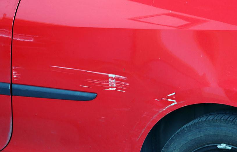Jak pozbyć się rys z samochodu? /©123RF/PICSEL