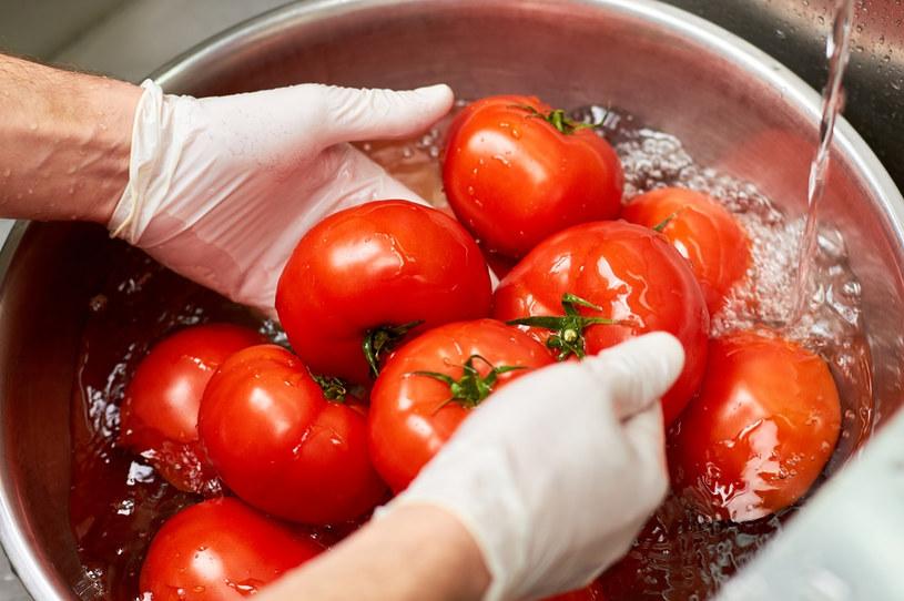Jak pozbyć się trujących substancji z warzyw i owoców? /123RF/PICSEL