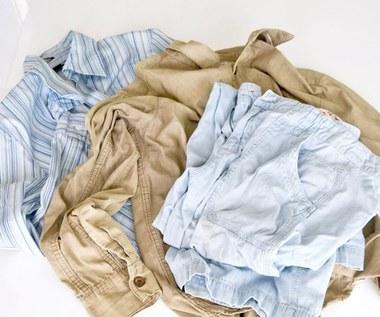 Jak pozbyć się zagnieceń z ubrań bez użycia żelazka?