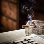 Jak pozbyć się zapachu papierosów z ubrań i mieszkania?