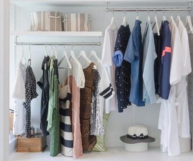 Jak pozbyć się zapachu pleśni i wilgoci z szafy?