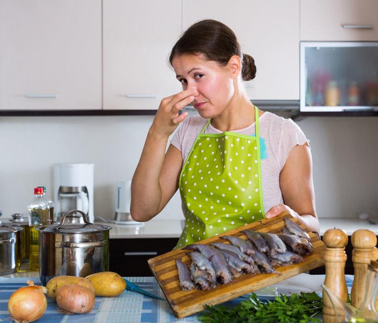 Jak pozbyć się zapachu ryb? /©123RF/PICSEL