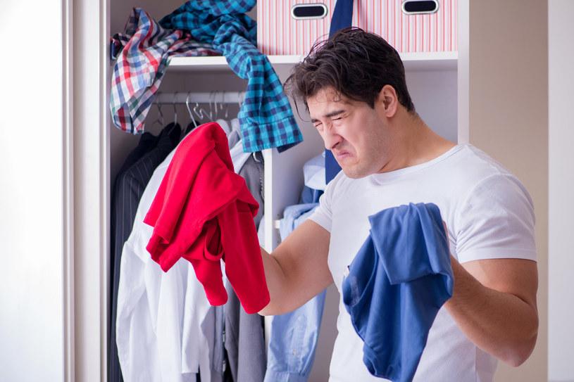 Jak pozbyć się zapachu stęchlizny z mebli? /123RF/PICSEL
