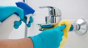 Jak pozbyć się żółtych zacieków z łazienki