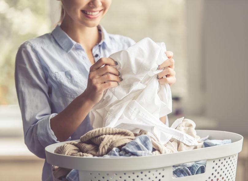 Jak prać białe ubrania? /©123RF/PICSEL