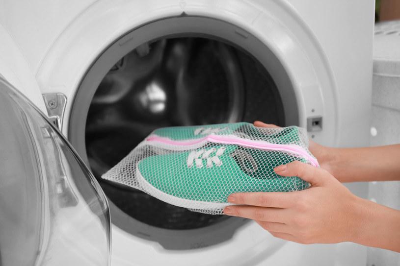 Jak prać buty w pralce? Trzeba przestrzegać kilku zasad /123RF/PICSEL