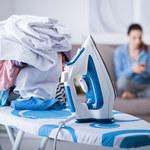 Jak prasować ubrania bez żelazka?