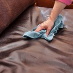 Jak prawidłowo czyścić i pielęgnować skórzane meble?